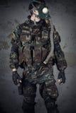有防毒面具的战士 免版税库存图片