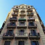 有阳台的巴塞罗那住宅楼层房子 图库摄影