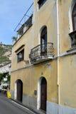 有阳台的波西塔诺议院 免版税库存照片