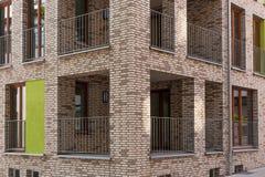 有阳台的现代壁角房子 库存照片