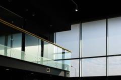有阳台的玻璃内部建筑 免版税库存图片