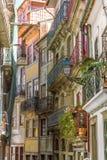 有阳台的美丽如画的房子在波尔图 免版税库存照片