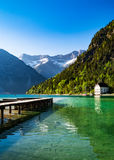 有阿尔卑斯的田园诗湖 图库摄影