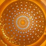 有阿拉伯样式的金黄屋顶 图库摄影