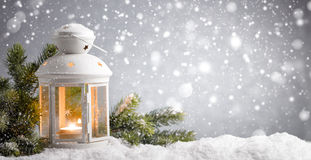 有降雪的灯笼 库存照片