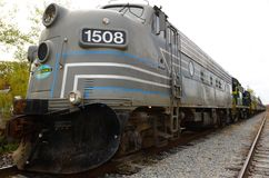 有除雪机的ADK风景铁路机车 免版税库存照片