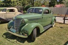 1936年有隆隆声位子的福特双门小轿车 库存图片