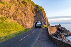 有隧道的,北爱尔兰,英国沿海路 免版税库存图片