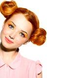 有雀斑的美丽的青少年的女孩 免版税图库摄影