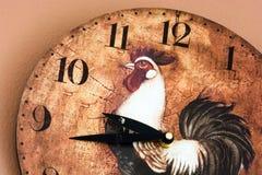 有雄鸡题材的壁钟 库存图片