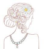 有雏菊的女孩在她的头发 库存照片