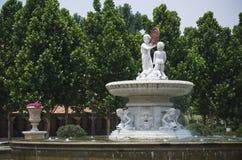 有雕塑的喷泉 免版税库存照片