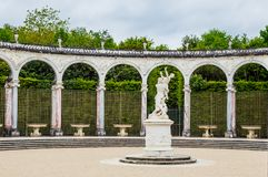 有雕象的柱廊喷泉Proserpina强奸  库存图片