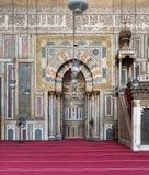 有雕刻的适当位置的,苏丹哈桑,埃及清真寺华丽墙壁  库存照片