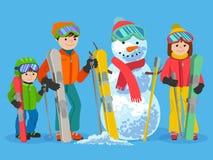 有雪人的愉快的家庭滑雪者 传染媒介例证冬季体育概念 免版税库存图片