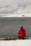 有雪人的湖 库存图片