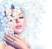 有雪发型的时装模特儿女孩 免版税库存图片
