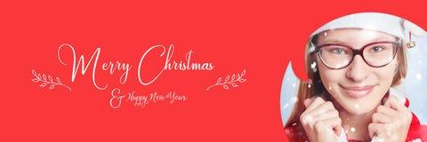 有雪和圣诞快乐口号的妇女 库存图片