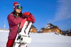 有雪板的美丽的妇女 概念查出的体育运动白色 库存照片