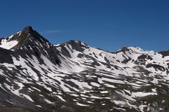 有雪的山的利维尼奥 库存照片