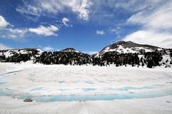 有雪的拉森火山国家公园 免版税库存照片