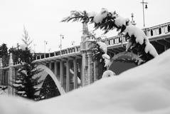 有雪的石桥梁在特鲁埃尔省 免版税库存照片