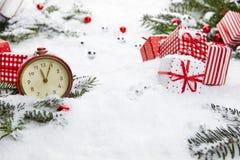 有雪的闹钟 免版税库存照片