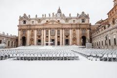 有雪的,广场圣彼得罗圣皮特圣徒・彼得` s正方形梵蒂冈罗马 免版税库存图片
