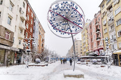有雪的Vitosha街道在索非亚,保加利亚 库存图片