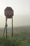 有雾的交叉点 免版税图库摄影