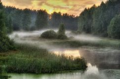 有雾的俄国日落 免版税图库摄影