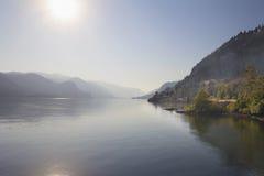 有雾的哥伦比亚河峡谷 库存图片