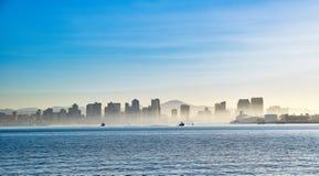 有雾的圣地亚哥地平线 免版税库存图片