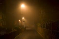 有雾的夜它镇曼彻斯特英国欧洲 免版税库存图片