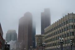 有雾的大厦在冬天以后在波士顿, 2016年12月11日的美国猛冲 免版税库存图片