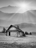 有雾的山村 黑色白色 免版税库存图片