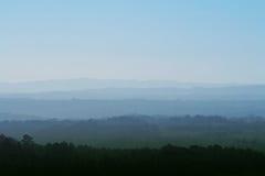 有雾的山横向 免版税库存照片