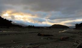 有雾的弗朗兹约瑟夫河谷日落 免版税图库摄影