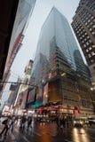 有雾的曼哈顿-夜交通附近的时代广场,纽约,中间地区,曼哈顿 免版税图库摄影
