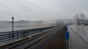 有雾的木板走道 图库摄影