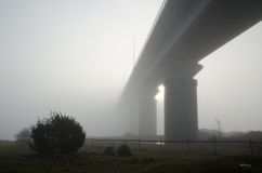 有雾的桥梁 图库摄影