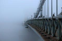有雾的桥梁 免版税图库摄影