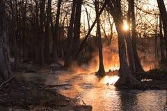 有雾的河日出 库存图片