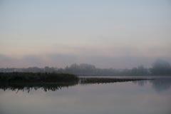 有雾的河 库存照片