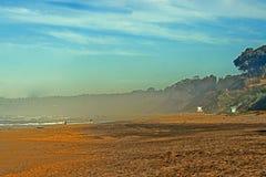 有雾的海滩 图库摄影
