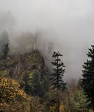 有雾的薄雾的哥伦比亚峡谷 图库摄影