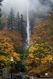 有雾的薄雾的马特诺玛瀑布 库存照片