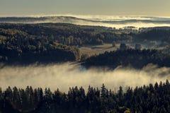 有雾的鸟瞰图早晨 库存图片