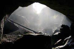 有雾的洞入口,罗马尼亚 免版税库存图片