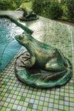 有青蛙的一个喷泉 免版税库存照片